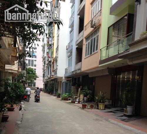 Cho thuê nhà ngõ phố Hoàng Quốc Việt 60m2x3T MT:5m giá 18tr/tháng